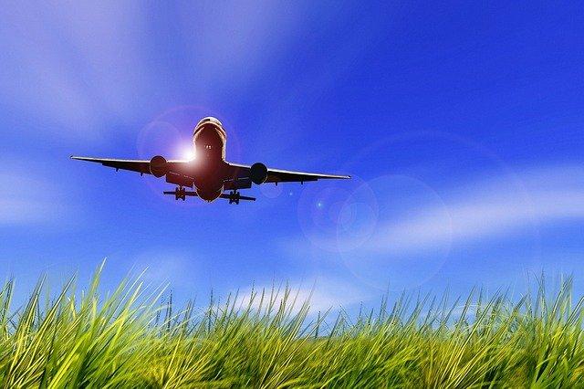 aircraft-479772_640-1